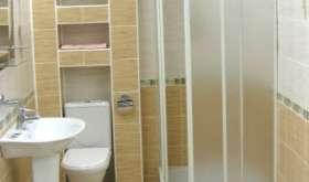 Душевая кабина как элемент дизайна маленькой ванной комнаты
