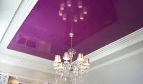 Установить люстру и светильник на натяжной потолок – легко!