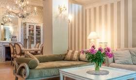 Обои бежевого цвета в интерьере гостиной и других помещений