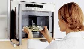 Можно ли заменить духовку микроволновкой?