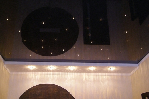 Натяжной потолок в ванной комнате, имитирующий звёздное небо