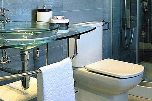 Второй вариант зонирования ванной комнаты по интерьеру