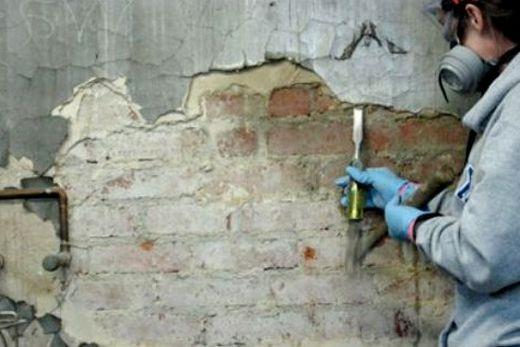 Очистка стен от штукатурки