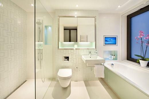 Лаковый потолок в ванной комнате
