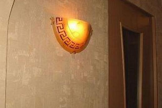 Светильник, смонтированной на гипсокартонной стене
