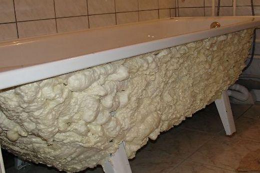 Монтаж металлической ванны на пену