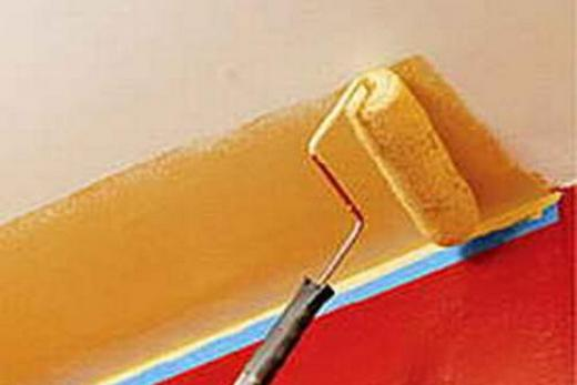 Окрашенная полоса потолка из гипсокартона  шириной около 70 см