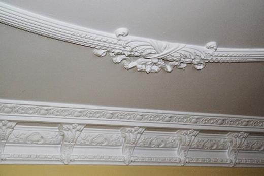 Гипсокартонный потолок в классическом стиле
