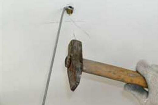 Забивание дюбель-гвоздя через проушину тяги
