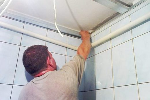 Монтаж потолка в ванной комнате своими руками