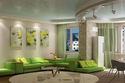 Светлый потолок делает помещение светлее