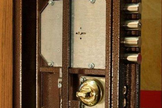 Врезной дверной замок современный