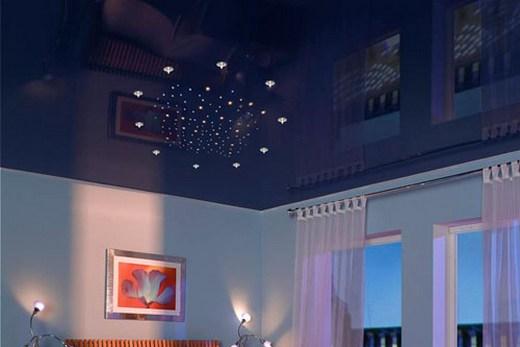 Синий потолок создает ощущение покоя