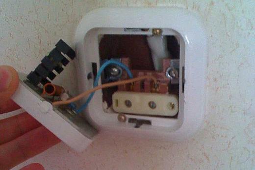 Демонтаж корпуса выключателя