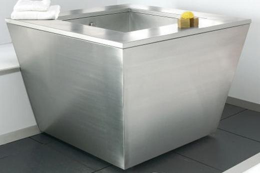 Ванна из металла необычной формы
