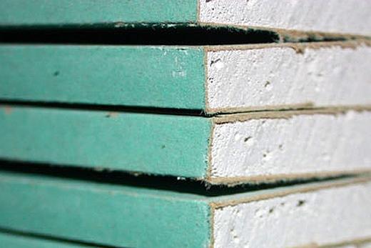 Особенность влагостойкого гипсокартона - зеленая окраска