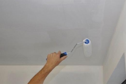 Грунтовка потолка из гипсокартона перед покраской