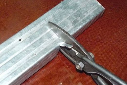 Резка профилей ножницами по металлу