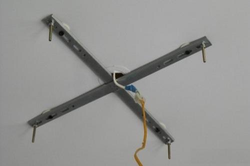 Крестовая планка для монтажа люстры
