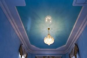 Натяжной плёночный глянцевый потолок Pongs