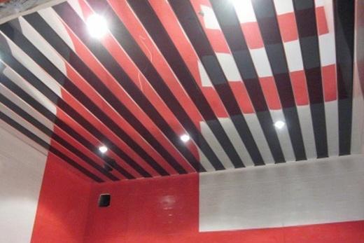Зеркальный реечный потолок из анодированного алюминия