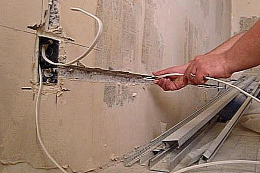 Проводка в штробе провода к розетке в ванной комнате