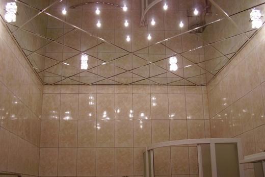 Зеркальный потолок в ванной своими руками