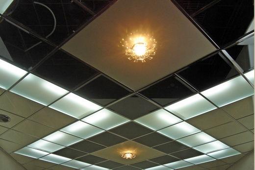 Стеклянный потолок в ванной, фото