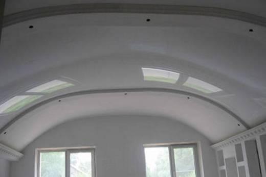Натяжной потолок в форме арки