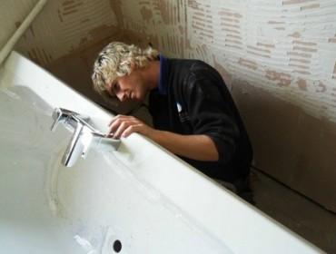 Ремонт акриловой ванны своими руками