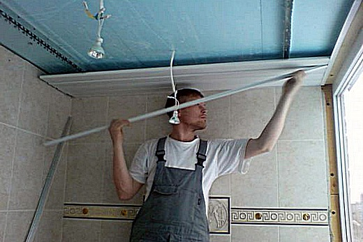 Сборка реечного потолка своими руками в ванной комнате
