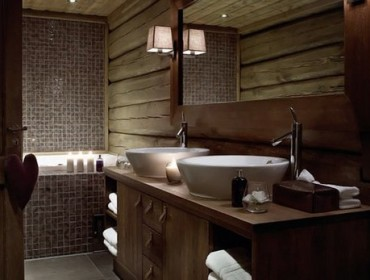 отделка ванных комнат мозаикой и деревом