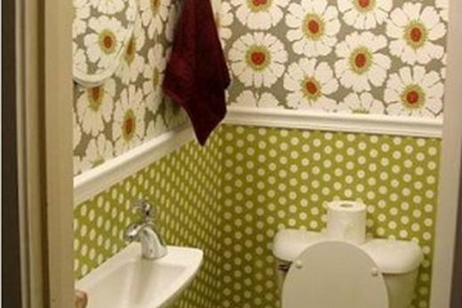 Отделка туалета в квартире моющимися обоями