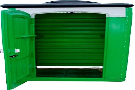 Душевая кабинка выполнена из профилированного листа