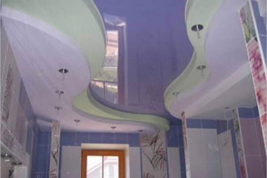 Многоуровневой натяжной потолок в ванной комнате