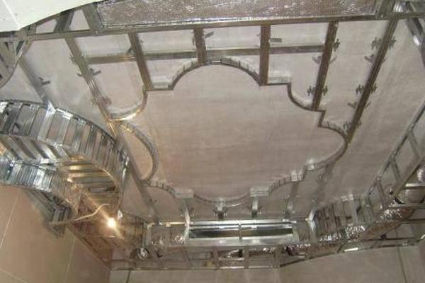 - Pose de dalles polystyrene au plafond ...