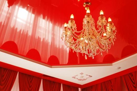 ампирный двухуровневый потолок для зала