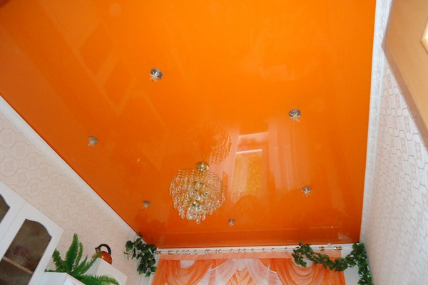 Натяжной потолок от компании CEF