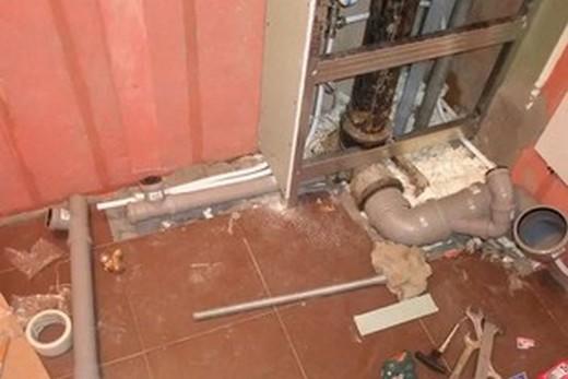 отделка труб в туалете