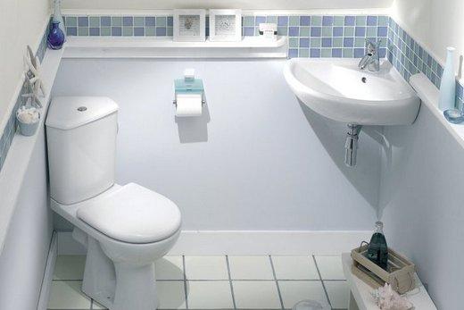 Туалет, отделенный от ванной комнаты