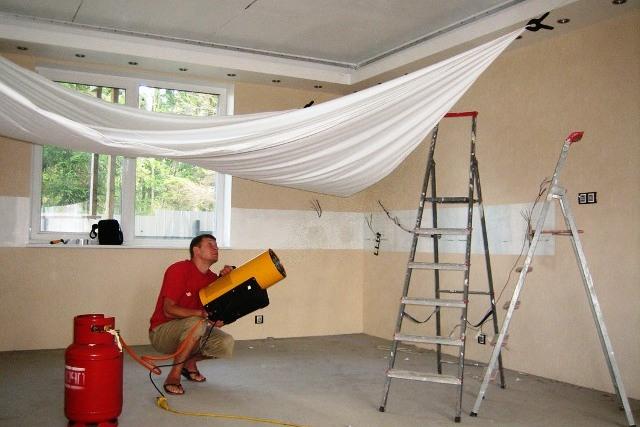 Сушка потолка при помощи тепловой пушки