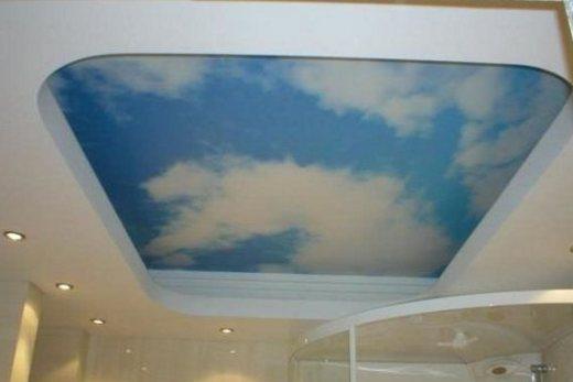 Многоуровневый потолок из гипсокартона в ванной комнате