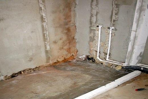 Выполняем цементную стяжку для душевого керамического поддона