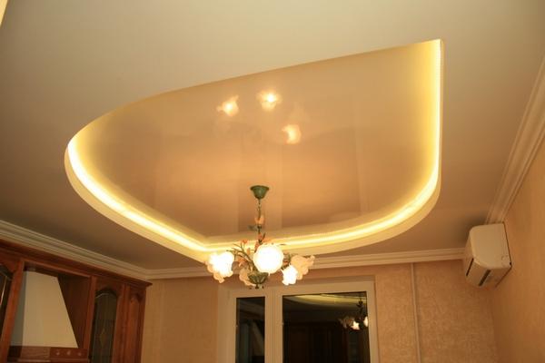Двухъярусный натяжной потолок с подсветкой