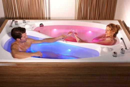 Акриловая ванна с хромотерапией производства Китая