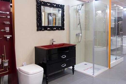 Душевая кабина в магазине и мебель для ванной комнаты в магазине Cezares-Shop