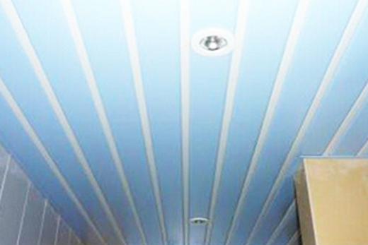 Потолок реечный в ванной комнате