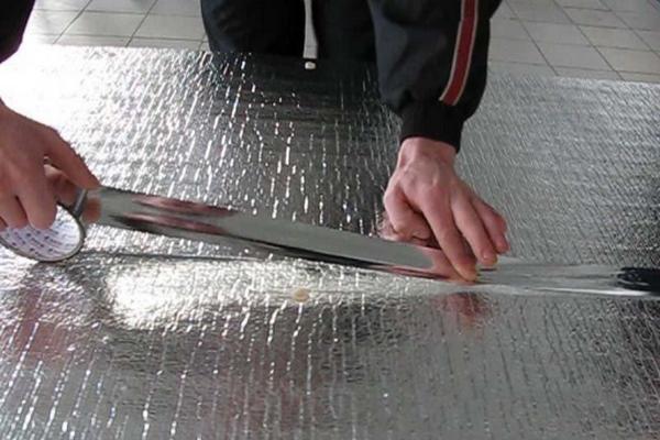 Соединяем теплоизоляционный фольгированный материал