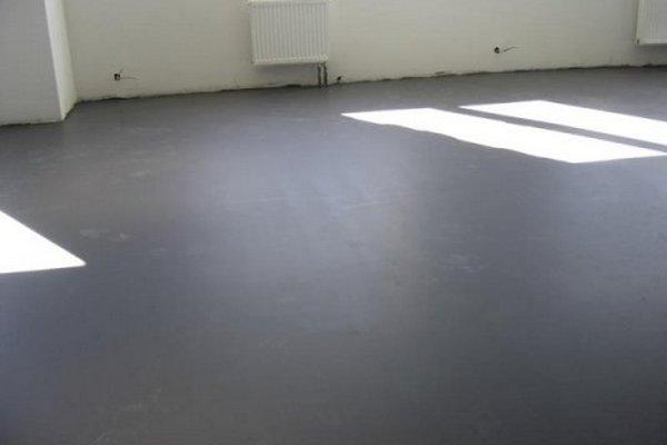 Залитый бетоном пол