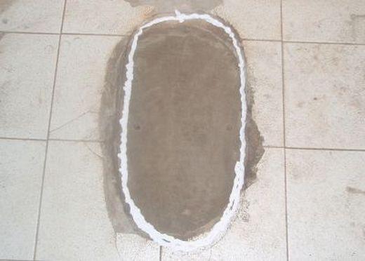 фоото как на цементное основание наносят герметик